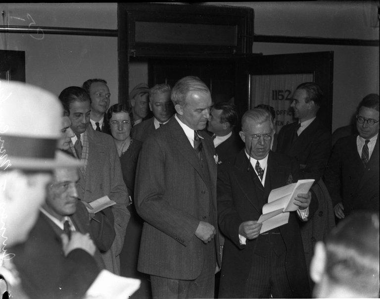 Senate Sergeant at Arms Chesley Jurney reads Senate order placing William P. MacCracken, Jr. under arrest for contempt