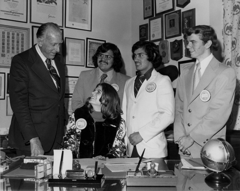 Senator Paul J. Fannin (R-AZ) with students from the Presidential Classroom for Young Americans