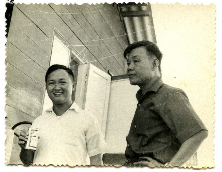 Military advisors and Vietnamese officials 3