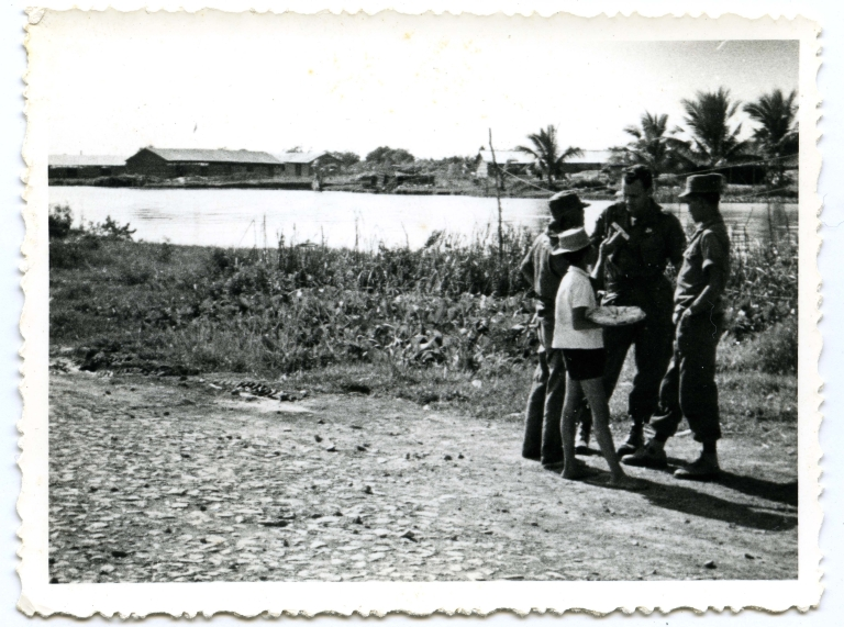 US and Vietnamese soldiers