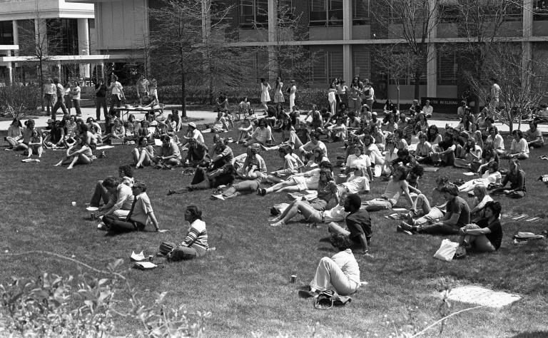 Outdoor campus scenes 17
